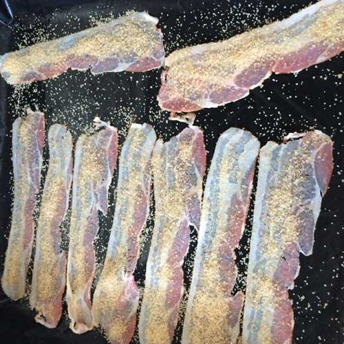 Bacon mit Golden Sweet bestreuen