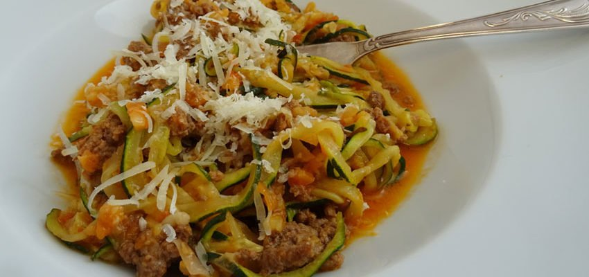 Zoodles – Zucchininudeln – mit Bolognese lowcarb